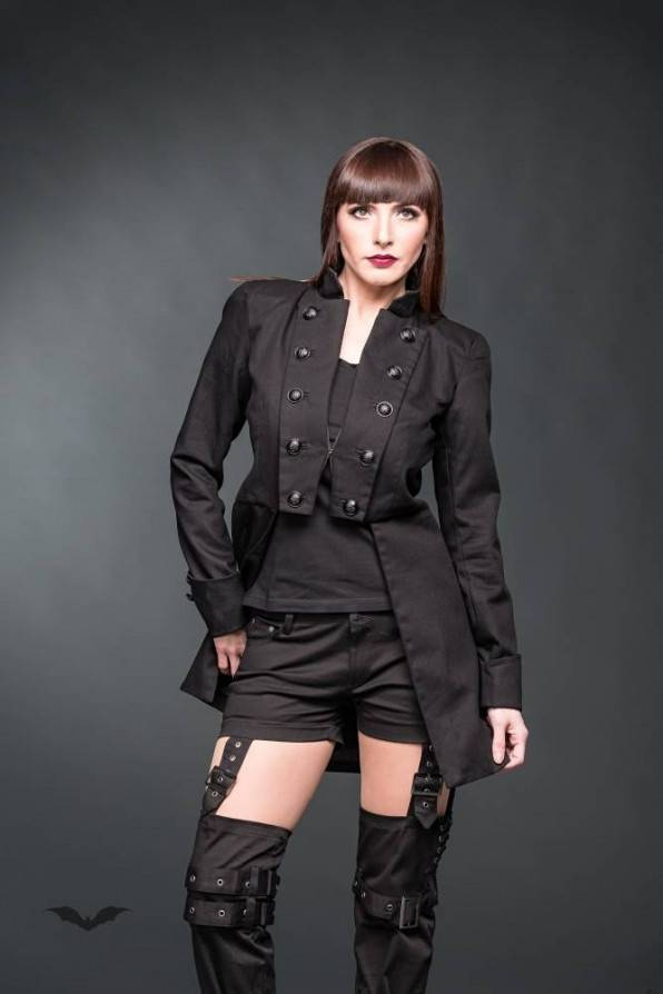 Queen of Darkness Jacke Time Travel